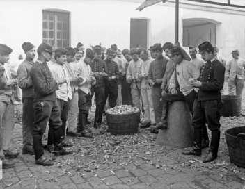 Aux armes, citoyens ! 1905-1945