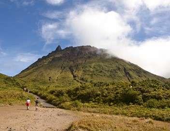 C'est pas le bout du monde Volcans, des géants a protéger
