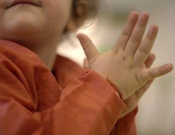 Pièces à conviction Qui va garder mon enfant ? Enquête derrière les murs des crèches privées
