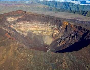 Enquête exclusive La Réunion : vacances spectaculaires, paradis sous haute tension
