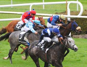 Au coeur de la course Prix du Jockey Club à l'Hippodrome de Chantilly