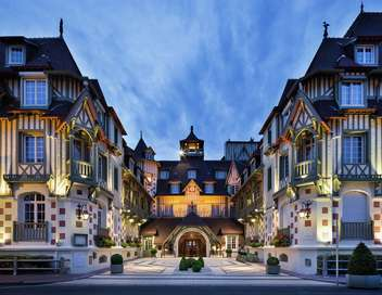Départ immédiat Départ immédiat pour les plus beaux palaces français