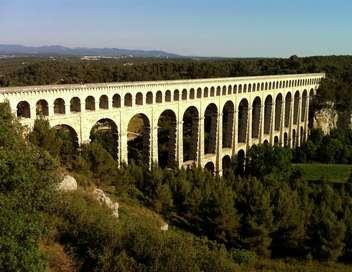 Des racines et des ailes Passion patrimoine : en Provence, du pays d'Aix aux Alpilles